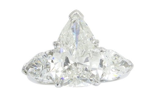 This incredible platinum ring features anEGLcertified