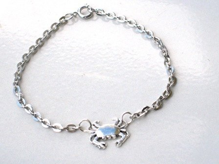 This adorable tiny crab bracelet is super cute!;This sw