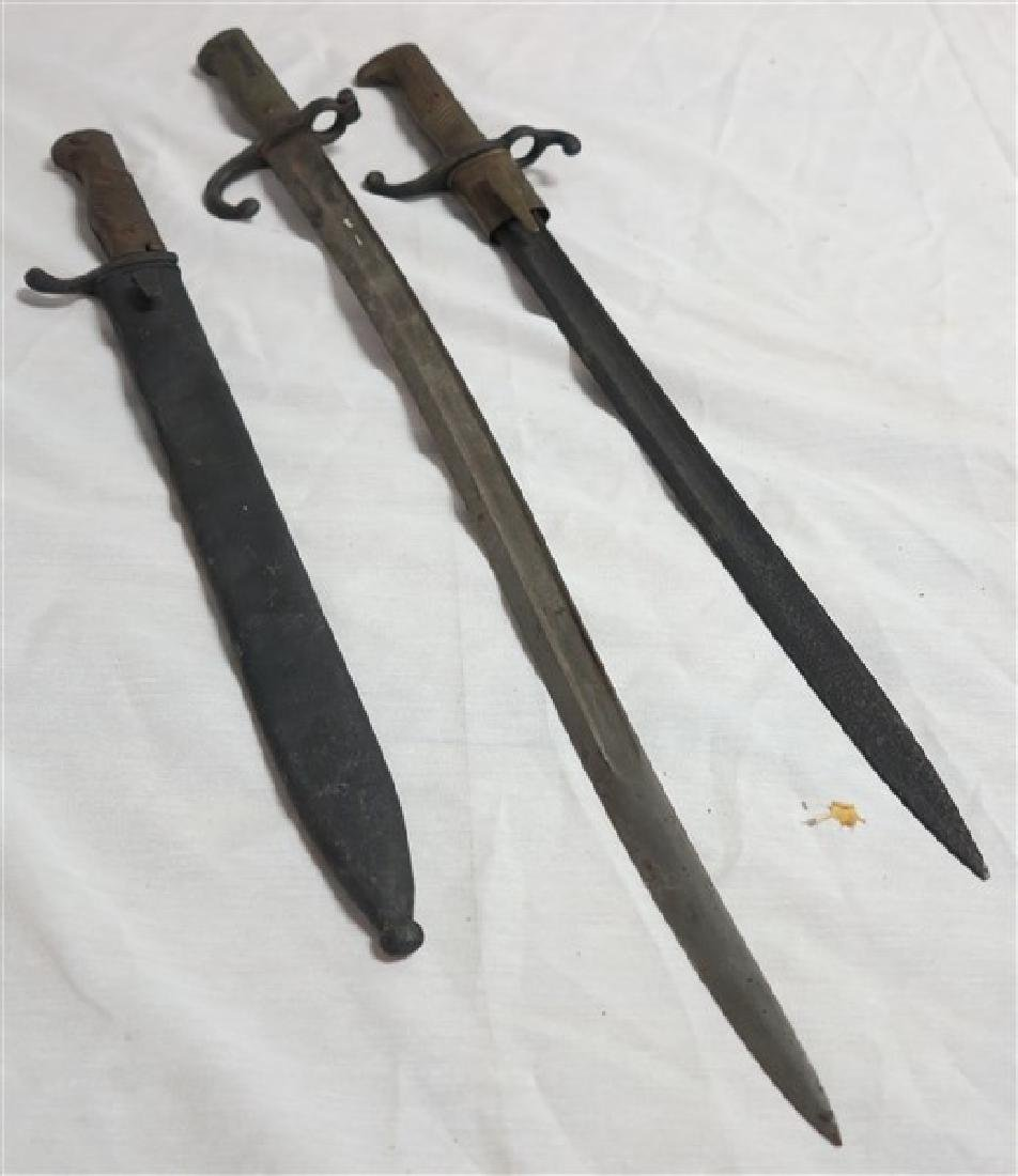3 Short Swords / Bayonets