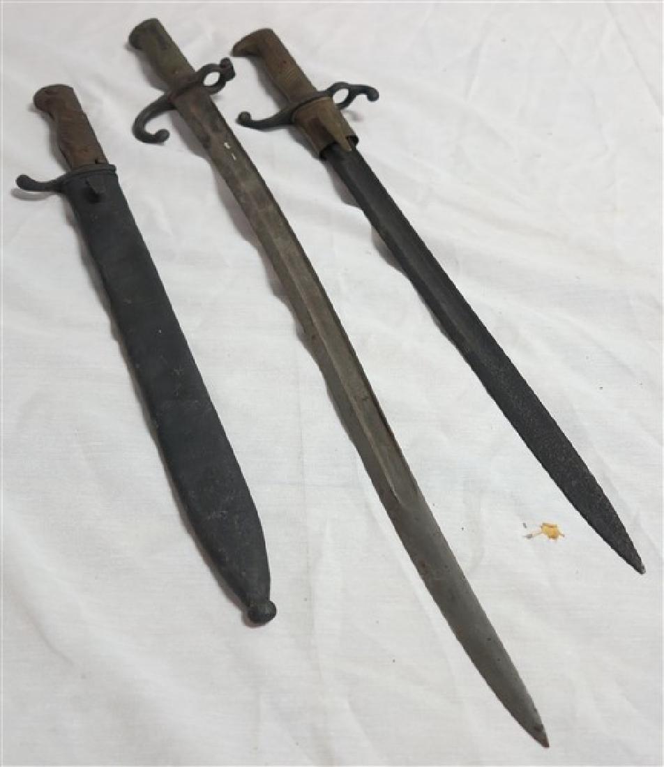 3 Short Swords / Bayonets
