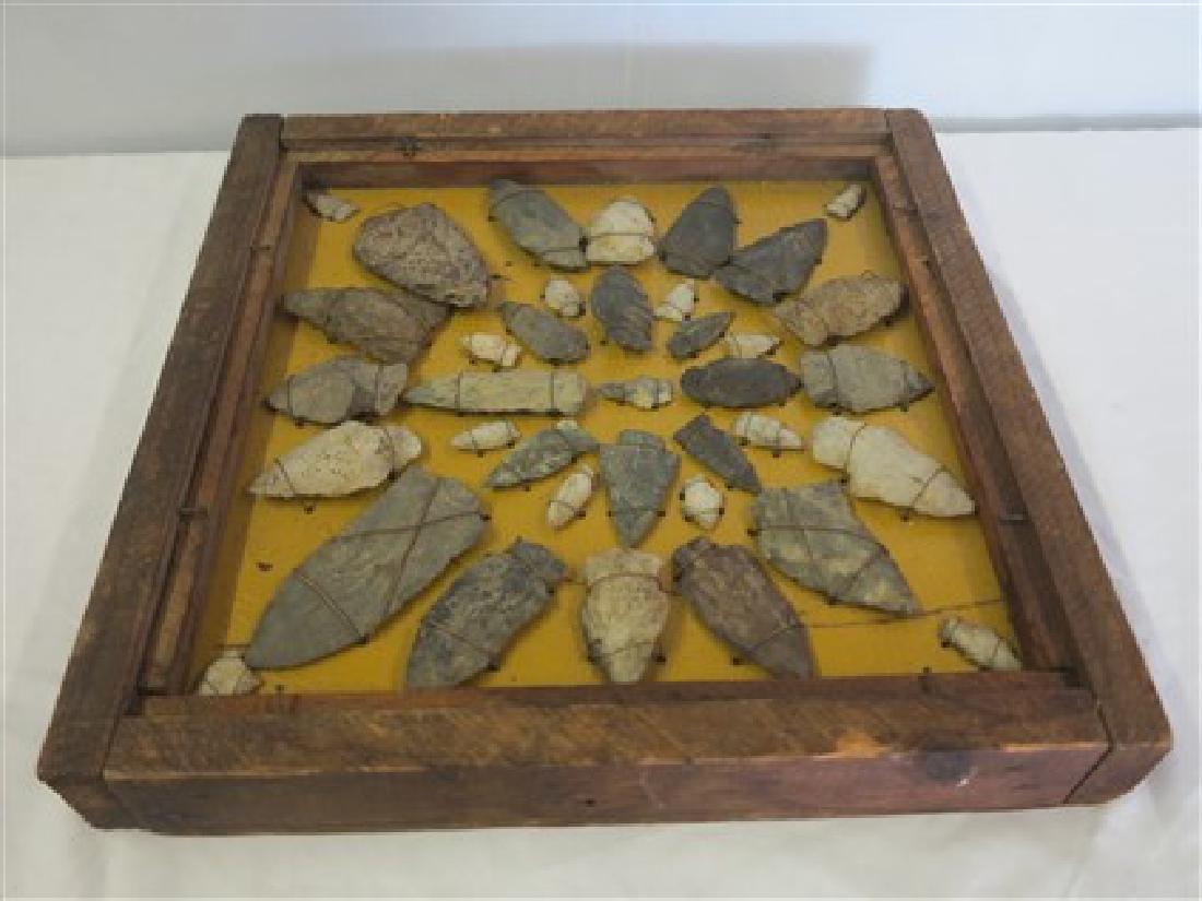 Tray lot of arrowheads