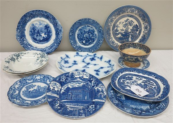 Lot of blue and white porcelain