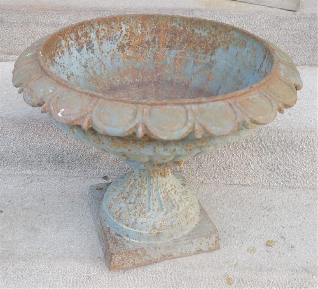"Single 17"" cast iron urn"
