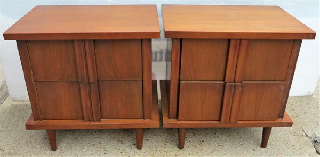 2 Mid-Century Stands, American of Martinsville Fur