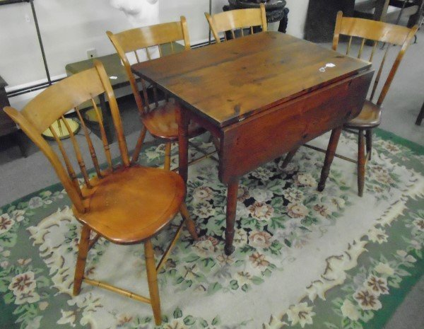 Nice Country Table and 4 Chairs