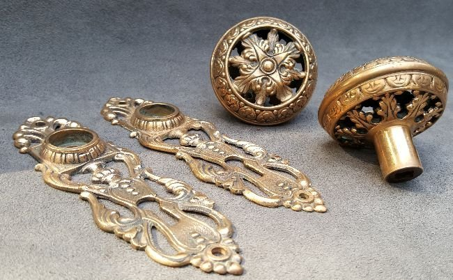 Pair of Reticulated Knobs and Plates - 4
