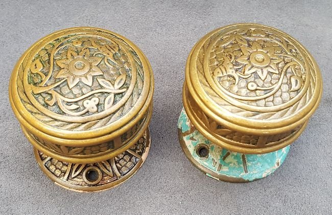 Pair of Bluebell Passage Knobs With Rosettes