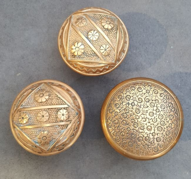 Three Passage Knobs