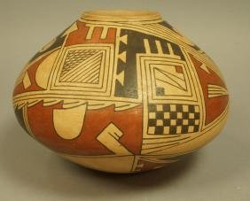 TAUNINA DACA American Indian Pottery Vessel Vase.