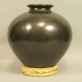 Maria Martines Style Indian Pot.  Black finish.