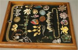 29pcs Costume Jewelry. Pins, Necklaces, and Earr