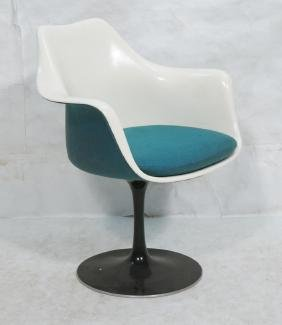SAARINEN  Tulip Side Chair. Molded white shell ch