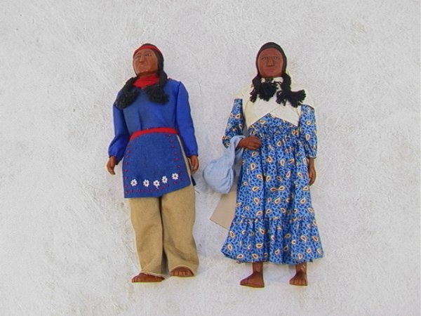2023: Pr Handmade American CHEROKEE Indian Dolls Wood.