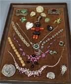 21pc Mixed Vintage Costume Jewelry Lot. Bakelite