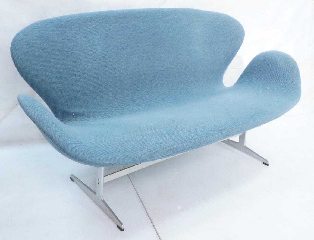 FRITZ HANSEN Swan Sofa Couch. Elegant Modernist f