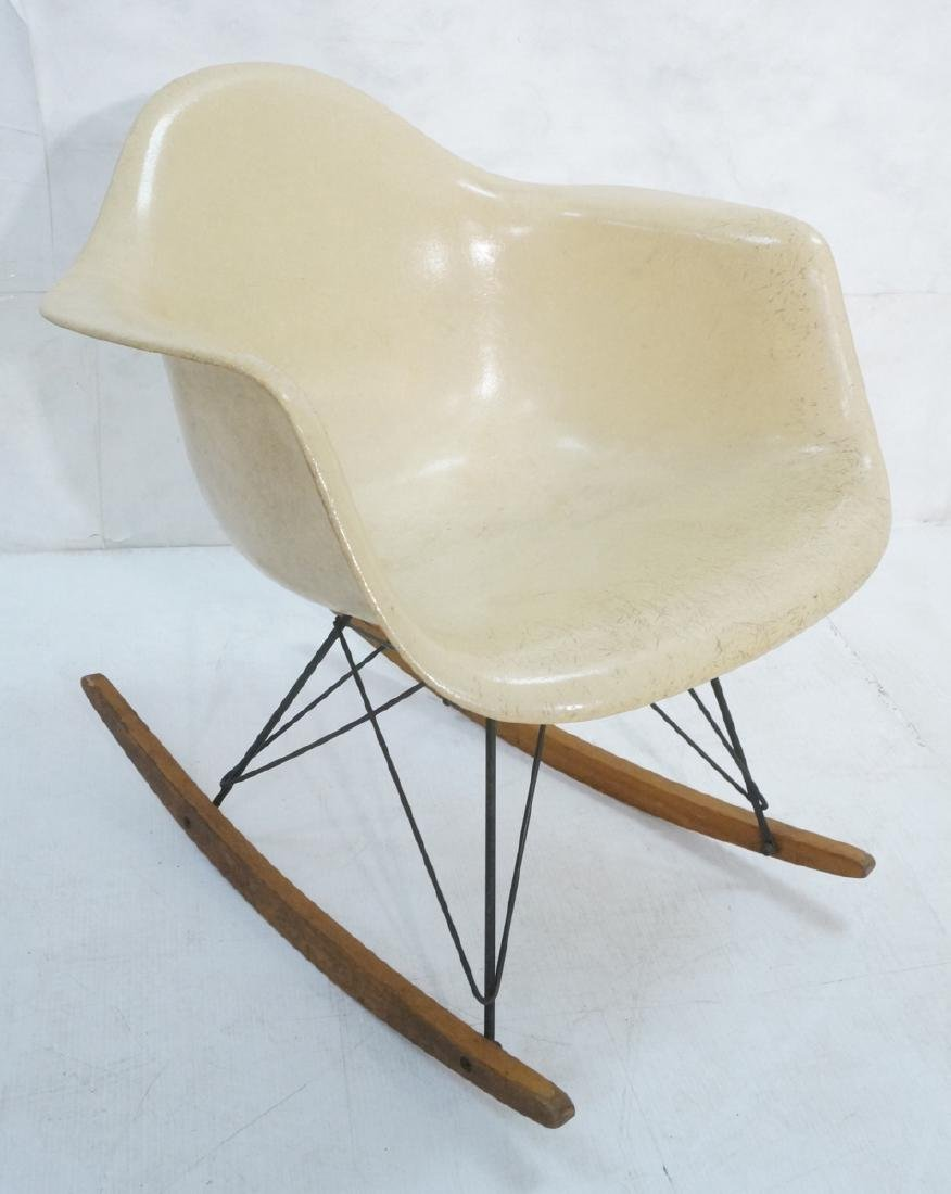 CHARLES EAMES Fiberglass Rocker Rocking Chair. Da