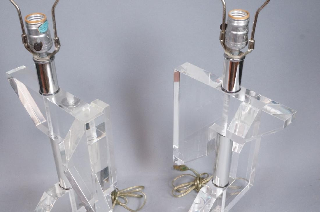 Pr Geometric Clear Lucite Table Lamps. Modern sty - 3