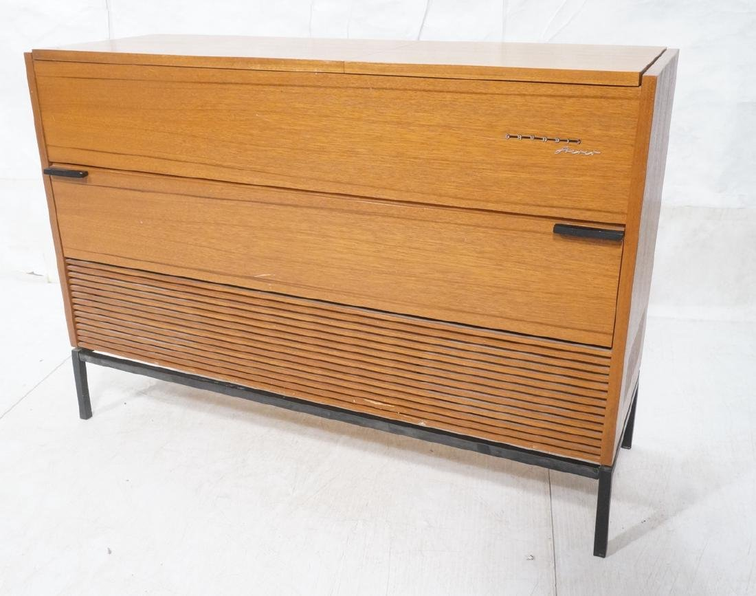 GRUNDIG Stereo Cabinet. Stereo and turntable, con