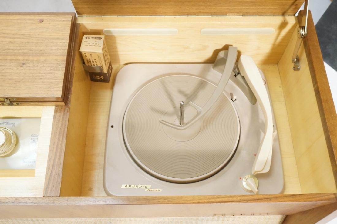 ***GRUNDIG Modern Walnut Case Stereo Cabinet. Bev - 4