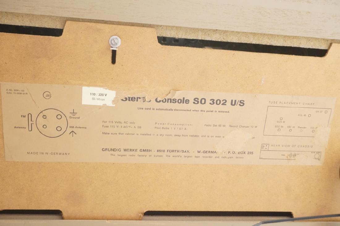 ***GRUNDIG Modern Walnut Case Stereo Cabinet. Bev - 6