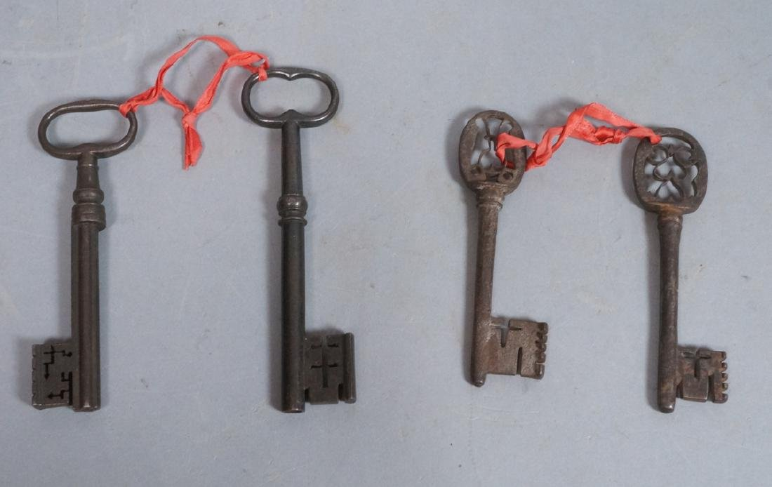 4 Large Vintage Metal Keys. Lg form keys, most wi