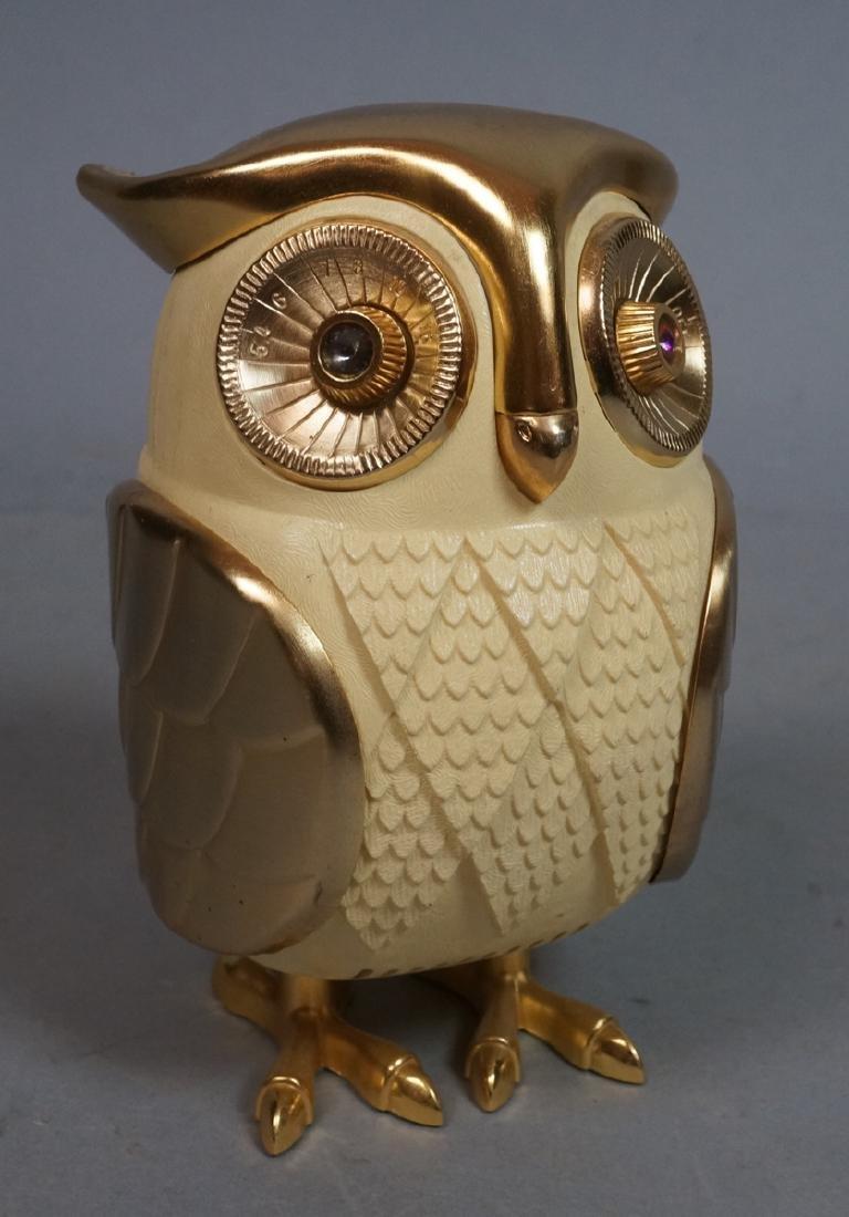 Vintage Figural Owl Transistor Radio. Molded plas