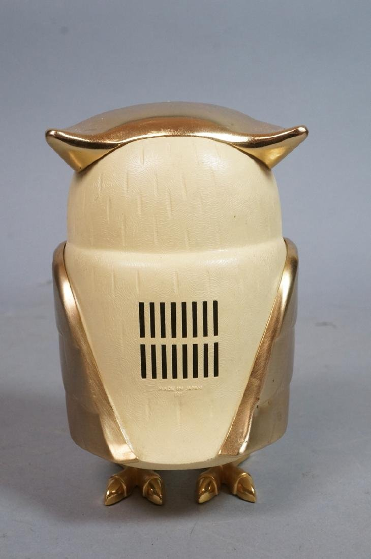 Vintage Figural Owl Transistor Radio. Molded plas - 2