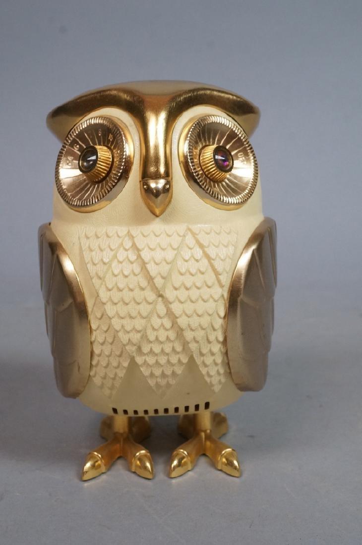 Vintage Figural Owl Transistor Radio. Molded plas - 3