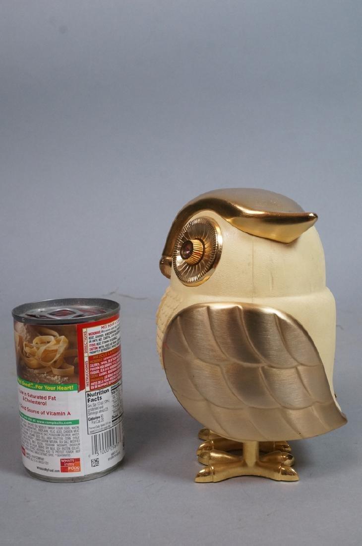Vintage Figural Owl Transistor Radio. Molded plas - 5