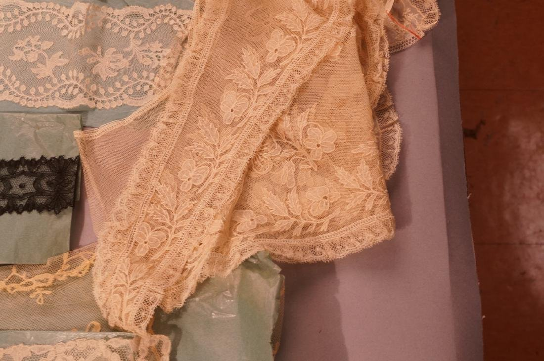 Collection Antique Lace. 1). 4 fine lace collars. - 5