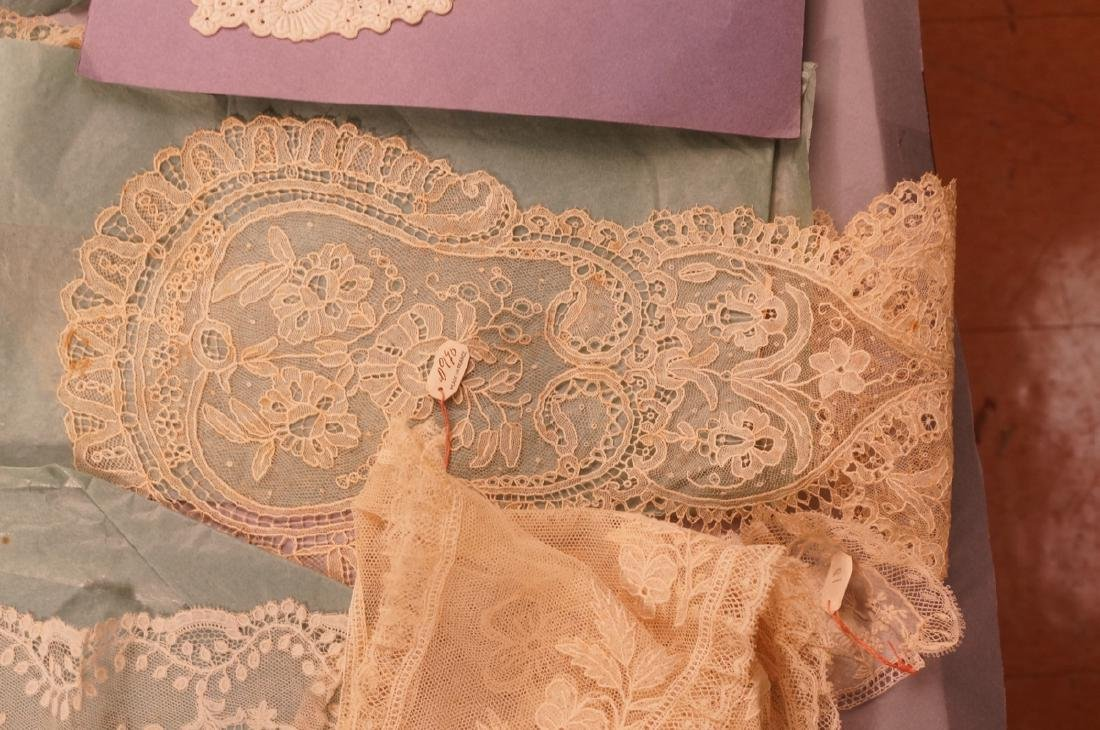 Collection Antique Lace. 1). 4 fine lace collars. - 6