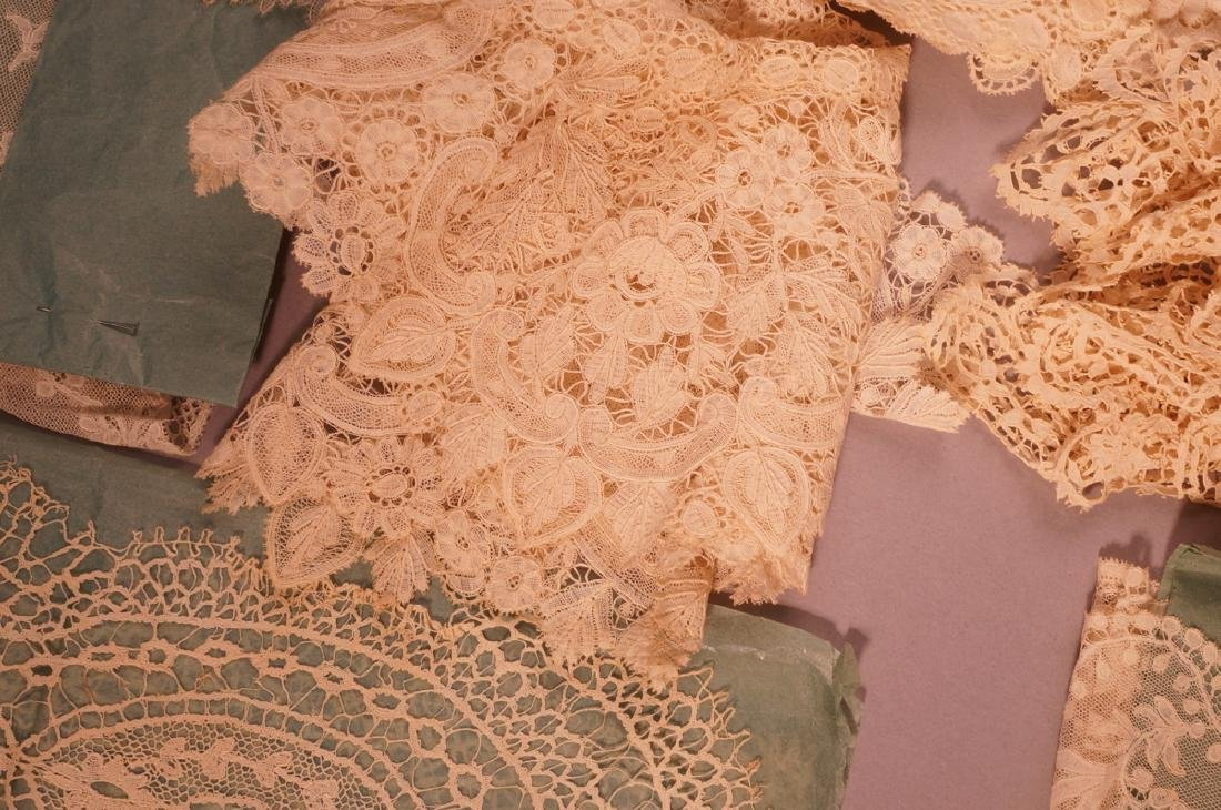 Collection Antique Lace. 1). 4 fine lace collars. - 7