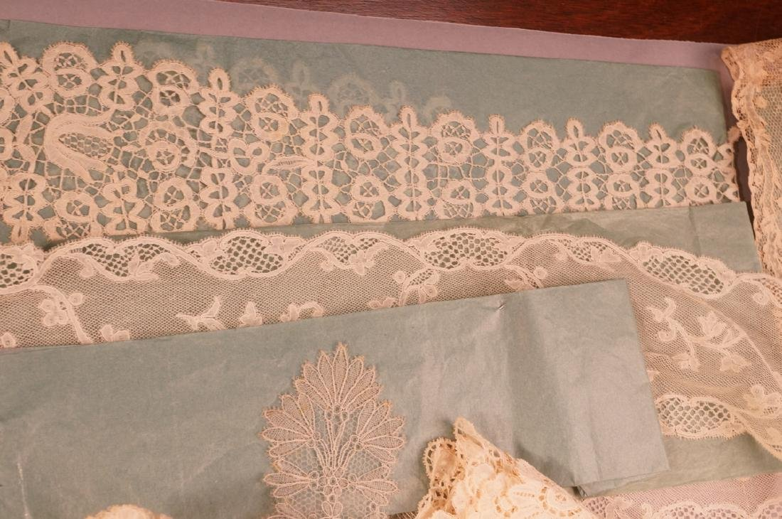 Collection Antique Lace. 1). 4 fine lace collars. - 9