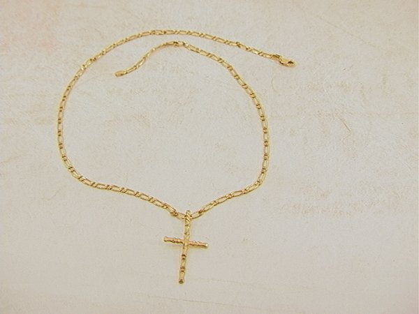 104: 14K Gold Link Necklace with Cross.   Dimensions: