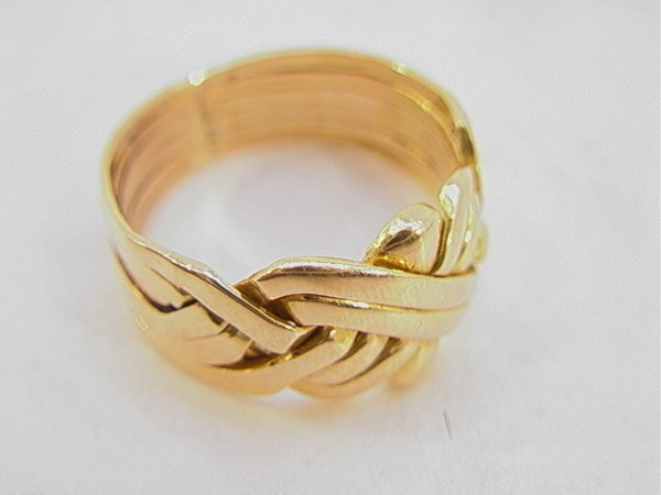 109: 18K Gold Mans Knot Ring.  Size 11.25   Dimensions: