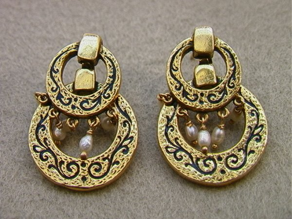 121: Pair 14K Gold Dangle Earrings with Pearls.  Victor