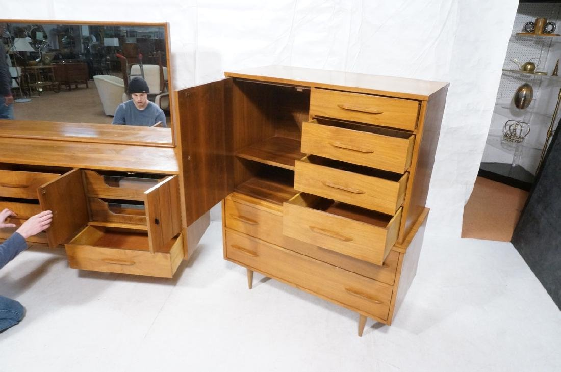 3pc Mid Century Walnut Bedroom Dressers & Mirror. - 10