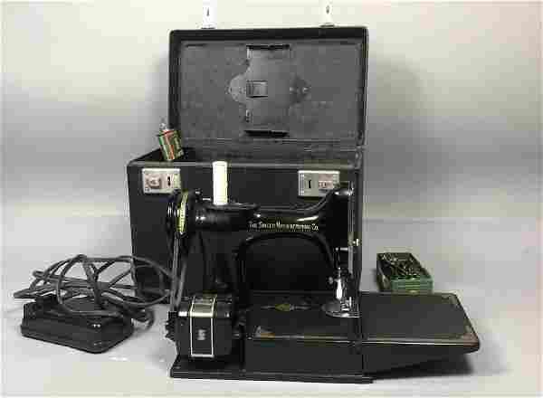 Antique SINGER Featherweight Sewing Machine in Ca