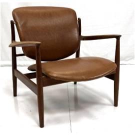 FINN JUHL Brown Leather Lounge Chair. Stylish mod