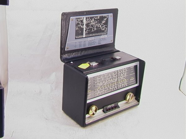 2007: HALLICRAFTERS World Wide Radio TW1000    Dimensio