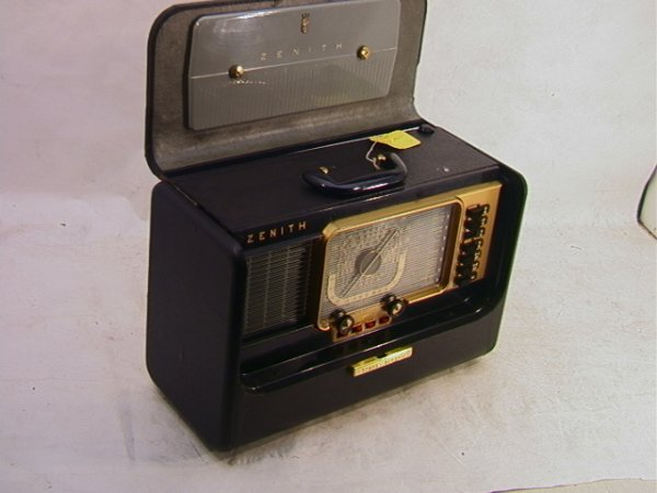 2011: ZENITH H500 Trans Oceanic Radio   Dimensions:  H: