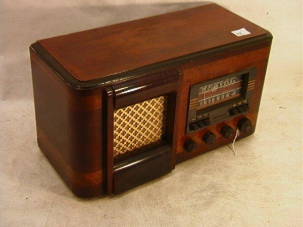 2015: RCA VICTOR Walnut Radio Model T62 -- 9M14   Dimen