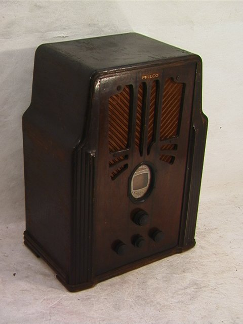 2028: PHILCO Model 630 Radio.   Dimensions:  H: 20 inch