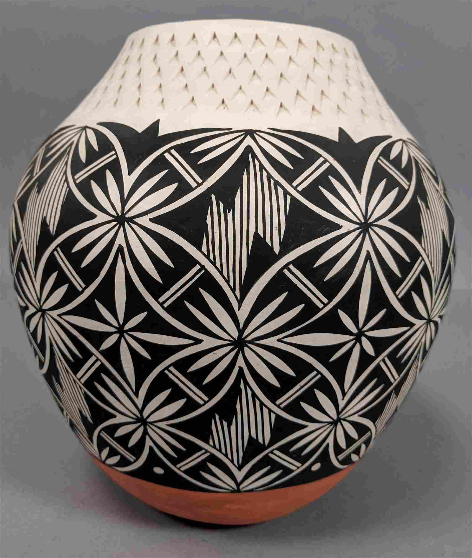 ACOMA PUEBLO Native American Vase. Hand Painted B