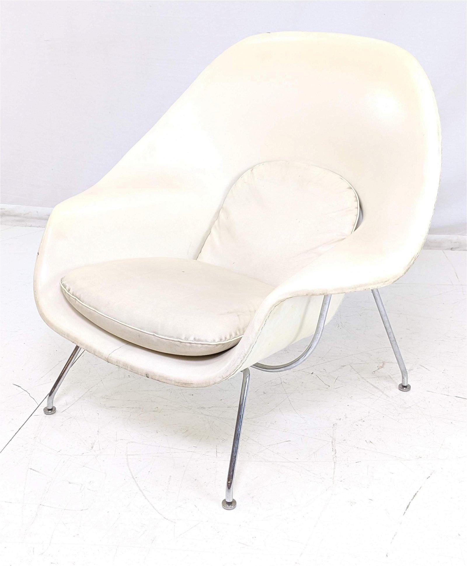 Eero Saarinen  Womb Lounge Chair. Swivel. Off whi