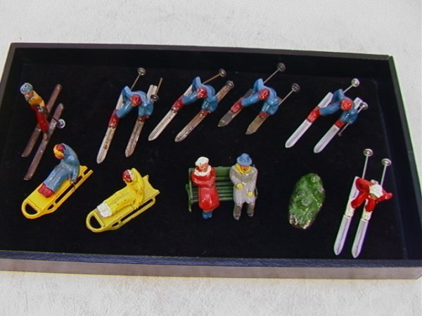 1: 14 pc Vintage Lead Figures Skiers Sledders Couple  L