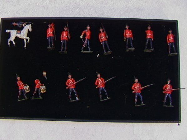 4: 14 Britains Lead Soldiers Vintage 5 Mechanical Arms.