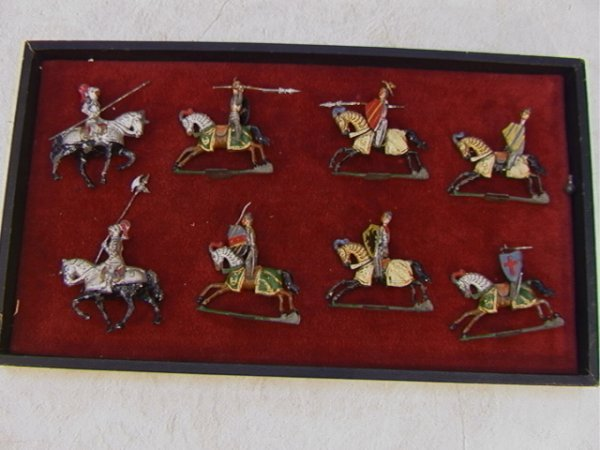6: 8 Vintage Lead Figures Knights Horses  2 Figures are
