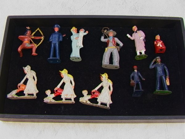 13: 11 Vintage Lead Figures Cowboys 2 Black Porters Ind