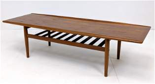 Grete Jalk Danish Modern Coffee Cocktail Table. Bowed e